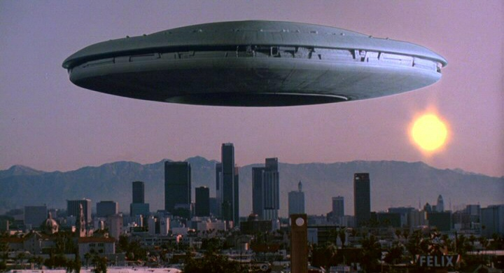 V-UFO-hovers-over-city